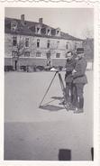 26137 Cinq 5 Photo Rennes 35 Caserne Colombier ? Arsenal ?  -  France -1938- Le Gonio -cour Quartier Militairie Soldat - Guerre, Militaire
