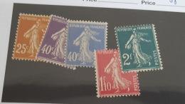 LOT 344707 TIMBRE DE FRANCE NEUF** N°235 A 239 VALEUR 64 EUROS