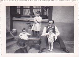 26148 Deux 2  Photo Jouet Automobile 1937 -Rennes 35 - Voiture Pour Enfant Miniature - Lieux