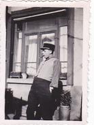 26152 Quatre 4  Photo Militaire Soldat En Goguette Humour Adjudant -1939-sans Doute Rennes 35 - Bordee - Guerre, Militaire