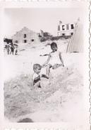 26156 Six 6 Photo Erquy (22 France) Carroual Plage 1939 -Rennes 35 Enfant  Villa Famille Jeux Femmes Bebe Construction