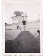 26157 Six 6 Photo Erquy (22 France ) -la Plage Carroual En 1938 -Rennes 35 Enfant  Villa Famille Jeux Femmes Bebe
