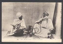 Au Café Maure - Chanteur Et Fumeur - Narguilé - N°1036 - Voir 2 Scans - Afrika