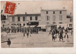 Ile D Yeu Départ De La Garnison Les Troupes Arrivant Place  Dingler - Ile D'Yeu
