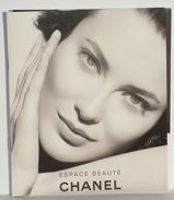 Cartes Parfumées Carte POCHETTE CHANEL ESPACE BEAUTÉ AVEC 7 DÉPLIANTS + 2 PAGES - Modern (vanaf 1961)