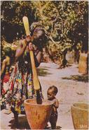 AFRIQUE DE L´OUEST,Sénégal,prés Guinée,metier,village,enfant,pilage - Sénégal