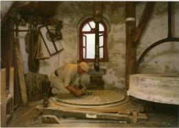 MOLENBEERSEL Bij Kinrooi (Limb.) - Molen/moulin - Interieur Keijersmolen - Molenaar Theo Keijers Scherpt De Molenstenen. - Kinrooi