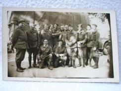 CARTE POSTALE / PHOTO D'UN GROUPE DE SOLDATS FRANÇAIS DEVANT LEUR CAMION A VILLENEUVE SUR LOT DATÉ 19.7.1940 - Villeneuve Sur Lot