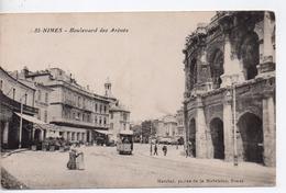 CPA.30.Nimes.1910.Boulevard Des Arènes.animé Personnages Tram.Hôtel Des Trois Maures - Nîmes