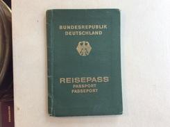 PASSPORT   REISEPASS  PASSAPORTO    BUNDESREPUBLIK  GERMANY - Historische Dokumente