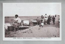 CPA Brune - Ver-sur-Mer (14) - 2565. Pêcheur Réparant Ses Filets - Altri Comuni