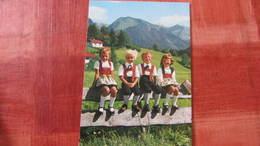 AK  Mit 4 Kinder In Allgäuer Tracht - Ohne Zuordnung