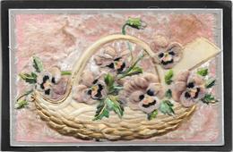 Cpa Fantaisie à Gros Reliefs Gaufrés à Décor De Panier De Pensées En Celluloïd, Fond Pelucheux - Fancy Cards