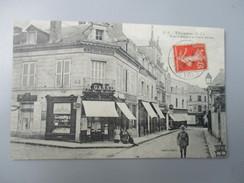 CPA 79 THOUARS RUE SAINT MEDARD ET PLACE BERTON LIBRAIRIE - Thouars