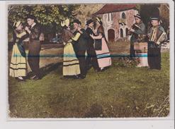 CPSM Grand Format - Un Pas De Polka - Folklore - Danse - Voiture Ancienne - Musicien - Danses
