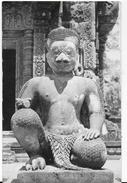 ANGKOR - GARUDA GUARDIANO DEL TEMPIO -BANTEAY SREI - CARTOLINA D'EPOCA - NUOVA NV - Cambogia
