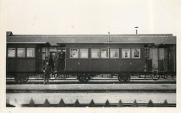 CHEMIN DE FER DE L'YONNE -  Voiture B111 2em Classe à Joigny (photo,format Carte Ancienne). - Trains