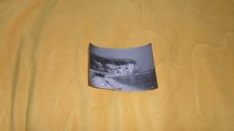 PHOTOGRAPHIE DATE ?. / ANOTATION AU DOS LIEU YPORT. PLAGE ET FALAISE - Lieux