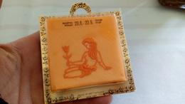 Mouchoir Tissu Orange Vintage Brodé - Signe De La Vierge - Jungfrau - Made In Switzerland - - Taschentücher