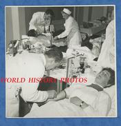 Photo Ancienne - BELGIQUE - Bruxelles ? - Croix Rouge Belge - Infirmière , Piqure , Docteur , Santé - Médecine Medical - Lieux