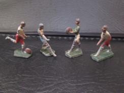 Lot De 4 Footballeurs En Plomb Peints - Circa 1940 - Fabricant à Identifier - Soldats De Plomb