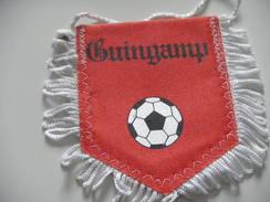 Fanion Football - GUINGAMP - COTES D'ARMOR - Habillement, Souvenirs & Autres
