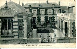 N°41081 -cpa Granvilliers -la Caisse D'Epargne- - Banques