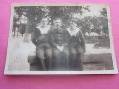 WW1-1919   Photo Originale Marins En Tenue Assis Dans Un Jardin Public  Photographie Guerre, Militaire Marine Mer - Guerra, Militari
