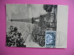 Carte-Maximum    N°1022 La Tour Eiffel Et Antennes, Au-dessus Des Toits De Paris 1955 - Maximum Cards