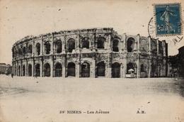 CPA 30 NIMES Les Arènes - Nîmes