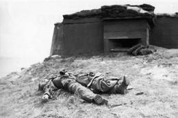 Militaria WW2 - Utah Beach - Allemand Tué Devant Son Bunker Le 6 Juin 1944 - 1939-45
