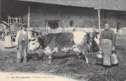 En Normandie, Intérieur D´une Ferme (vache Normande) - Frankrijk