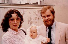 Photo Couleur Originale - Jeune Couple Et Enfant Avec Lunettes Carrées Vintage 1970 - Objets