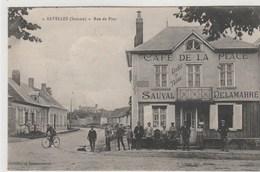 80  -  REVELLES Rue De Fluy - Café De La Place   SAUVAL-DELAMARRE - Francia