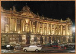 31 / TOULOUSE - Le Capitole Illuminé (+ Voitures Années 60-70) - Toulouse