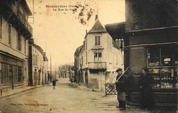 CPA.- FRANCE - Mouleydier Est Situé Dans Le Départ. De La Dordogne - La Rue Du Pont - Daté 1925 - En L'Etat - France