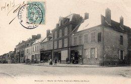 CPA NOAILLES - ROUTE DE PARIS - FACE DE L'HOTEL DE VILLE - Noailles