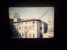Diapositive Slide Diapo 1968 Italie Italy Arezzo Vue Sur La Piazza Grande - Diapositive