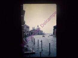 Diapositive Slide Diapo 1968 Italie Italy Venise En Sortant De L Académie Des Beaux Arts - Diapositive