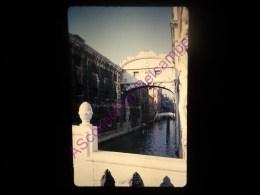 Diapositive Slide Diapo 1968 Italie Italy Venise Le Pont Des Soupirs - Diapositive