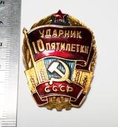 PROPAGANDA Best Employee Of The 10th Five-Year Plan Soviet Union Metal Badge Pin USSR 1976-1980 - Associations