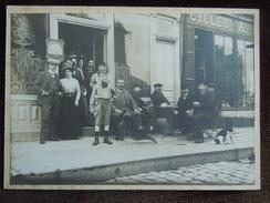 Gournay-en-Bray , Grande Photo Sur Support Carton  , Famille Et Personnel A . Mutel Posent En Terrasse Du Café De Rouen - Gournay-en-Bray