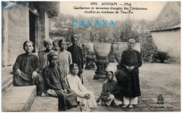 ANNAM - HUE - Gardiennes Et Servantes Chargées Des Cérémonies Rituelles Au Tombeau De Tieu-Tri   (Recto/Verso) - Vietnam