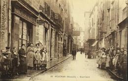 CPA.- FRANCE - Pézenas Est Situé Dans Le Départ. De L'Hérault - La Rue Conti Et Les Journaux - Très Animée - TBE - Pezenas