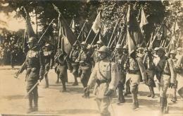 CARTE PHOTO DEFILE DE SOLDATS - Guerre 1914-18