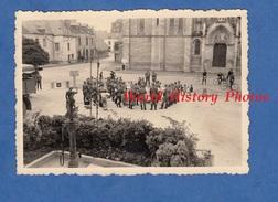 Photo Ancienne D'un Soldat Allemand - MISSILLAC ( Loire Atlantique )- Occupation Concert De Soldat Devant L'Eglise - WW2 - Guerre, Militaire