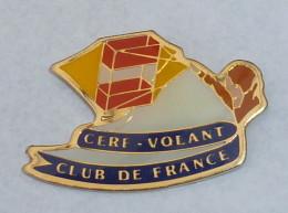 Pin's CERF VOLANT CLUB DE France  01 - Badges