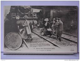 PARIS - GREVE DES CHEMINOTS (1910) - REPRODUCTION - 9 - LES VOYAGEURS EN DETRESSE - Métro Parisien, Gares