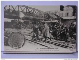 PARIS - GREVE DES CHEMINOTS (1910) - REPRODUCTION - 10 - LES VOYAGEURS ABANDONNES SUR LA VOIE FERREE - Métro Parisien, Gares