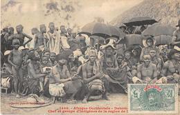 CPA DAHOMEY CHEF ET GROUPE D'INDIGENES DE LA REGION DE (cliché Rare - Dahomey